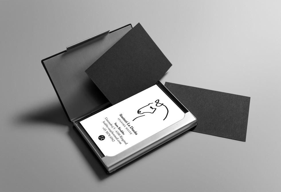 Stutteri La Dueña.Visitkort og logo.