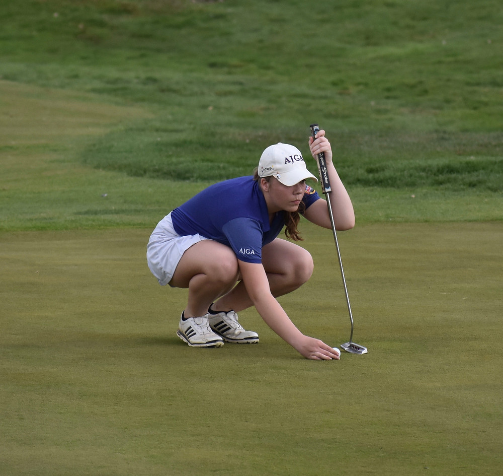 Chloe Johnson lines up a putt.