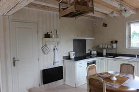 La cuisine et le coin repas location Uzès gîte de charme avec piscine