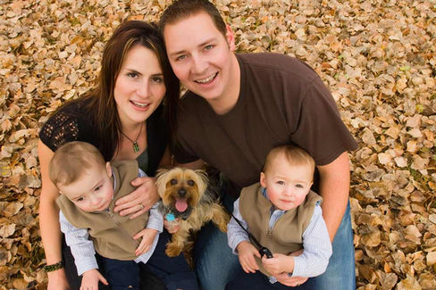 Family sitting in Fallen leaves - Best family photography services in Dubai