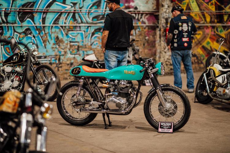 glory-daze-motorcycle-chopper-show-vinta