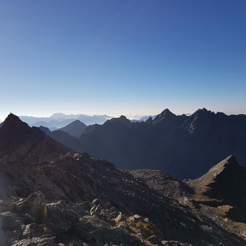 Vue sur Roche Rouge et le Mercantour