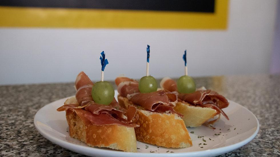 Orden de 3 Montaditos de Jamón Serrano (Chef Diana Rosales)