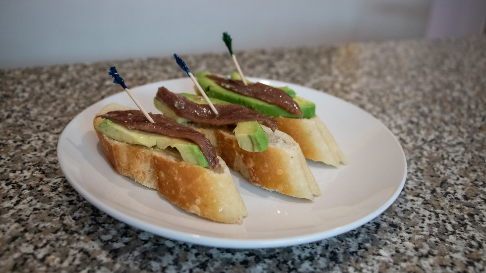 Orden de 3 Montaditos de Aguacate con Anchoa (Chef Diana Rosales)