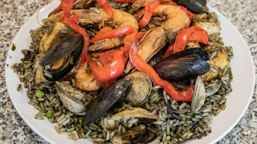 Paella Tinta de Calamar (1 Kilo) (Chef Diana Rosales)