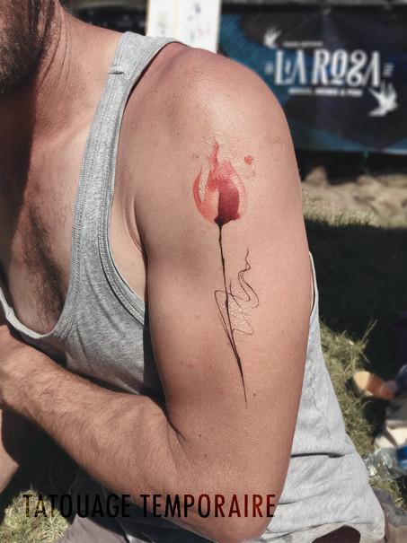 tatouage temporaire rose.jpg