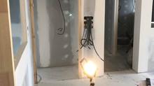En cours. Création d'une crèche avec angles saillants arrondis et application de peinture dépolluant