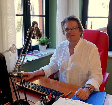21-02-21_Robert am Schreibtisch .jpg