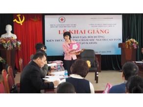 ベトナムにて初授業開催(代表・本宮)