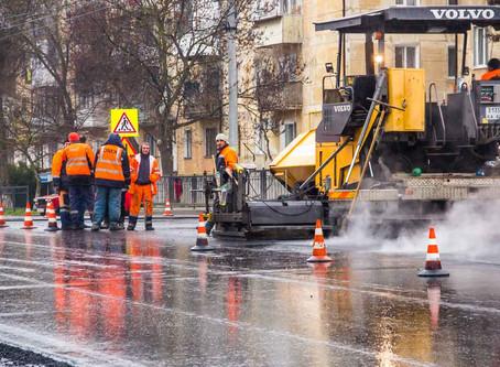 Россия - на ремонт дорог во время дождя есть официальное разрешение!!!