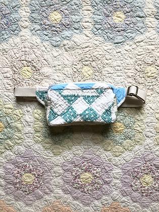 One-of-a-kind: Geometric Clover Snack Pocket
