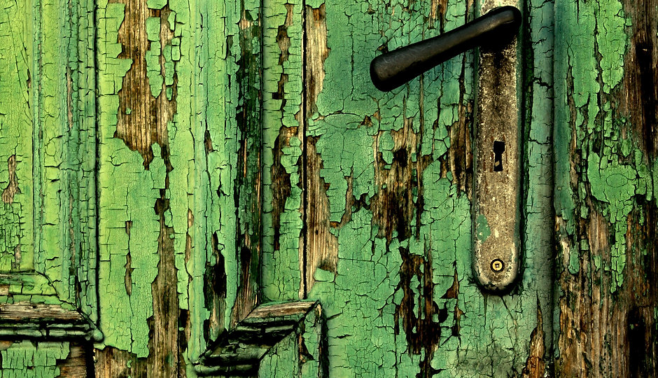 FeaturePics-Old-Green-Door-Close-Handle-