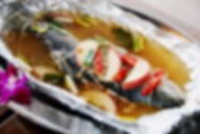 恩愛農場主廚領有中式丙級廚師,採無菜單的用餐方式,每天以當季主題水果.土雞、鱒魚、溪蝦及四季高冷時蔬菜等新鮮食材決定當天的菜色,請欲嘗鮮的饕客務必事先預訂,讓恩愛農場為您準備最美味新鮮的美味料理喔!