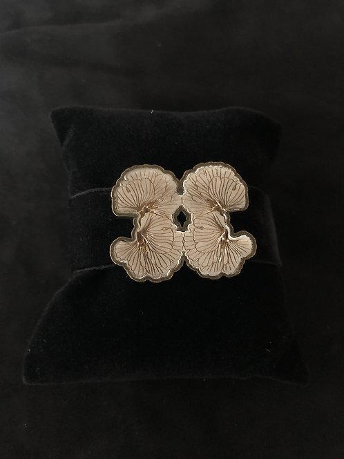 The Alabaster Velvet Bracelet Gold