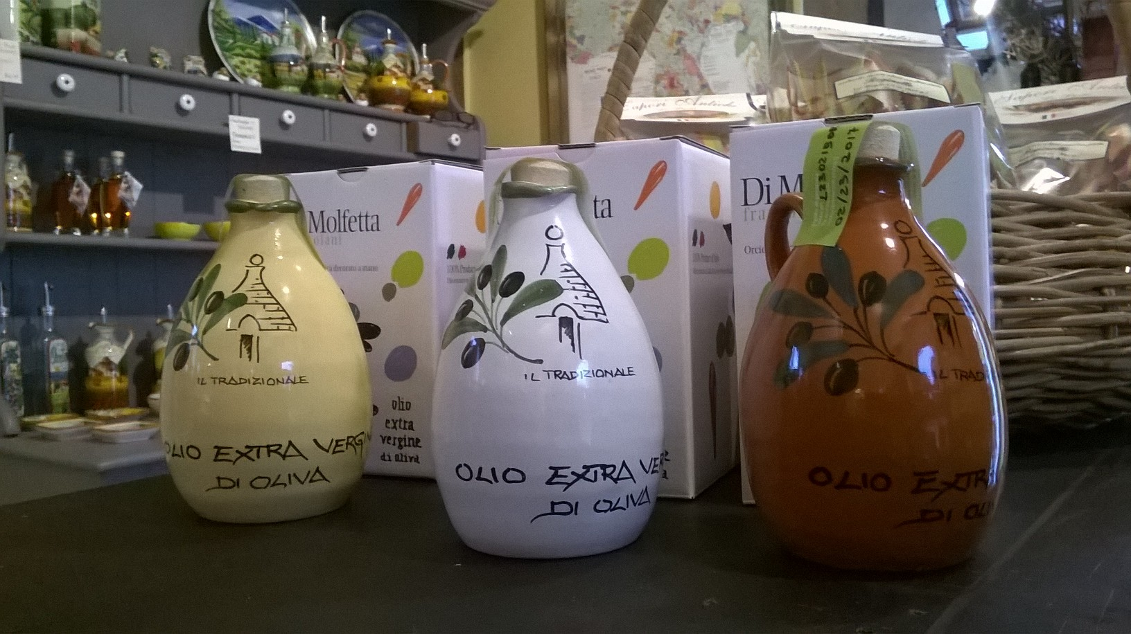 Olive Oil from Puglia in terra-cotta