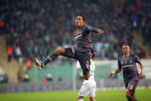 Adriano para capa.jpg