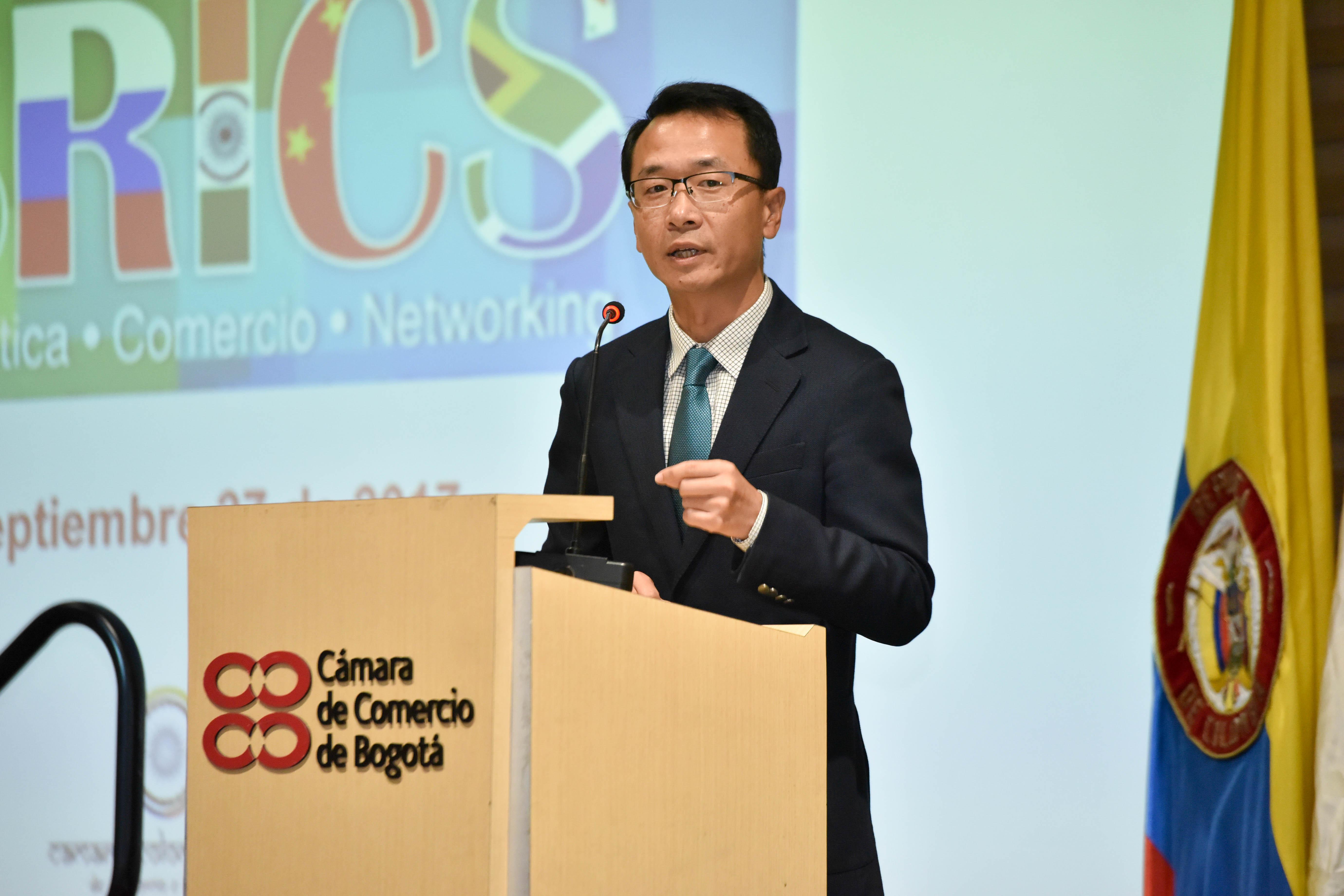 xu-wei---consejero-poltico-de-la-embajada-de-la-repblica-popular-de-china-en-colombia_36649929414_o