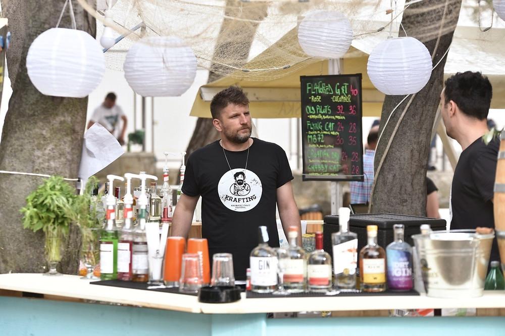 Krafting's bar serves craft gin and beer by the sea in Makarska
