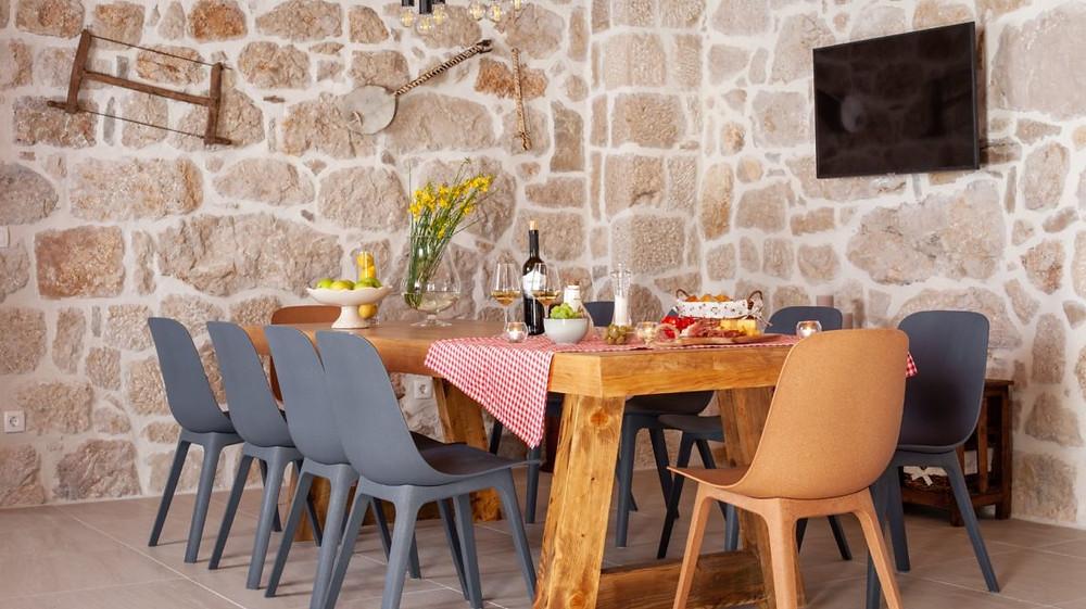 Villa Nina Tucepi indoor dining area is big enough for 10 people