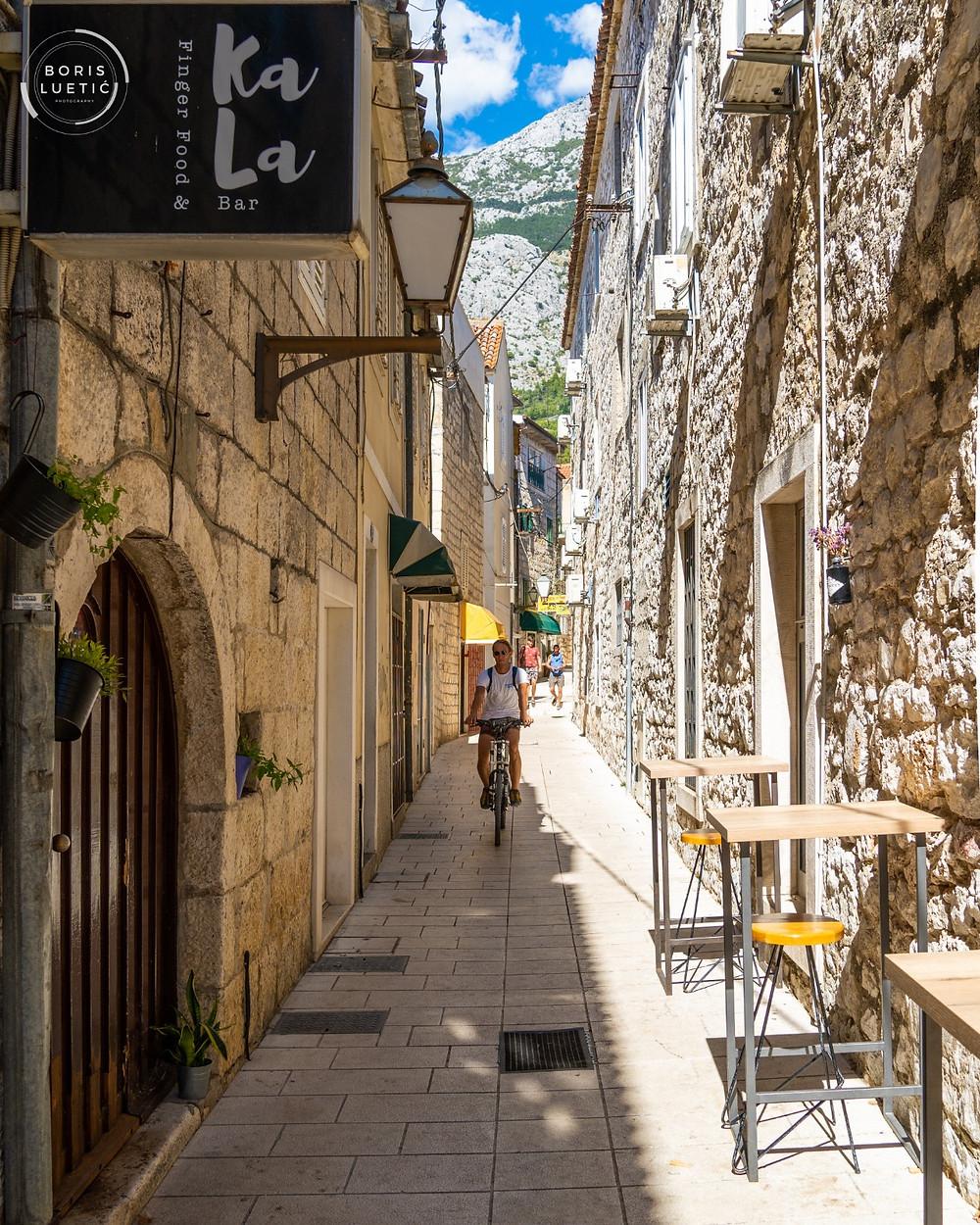"""Terrace of Finger Food """"Kala bar"""" in Makarska"""