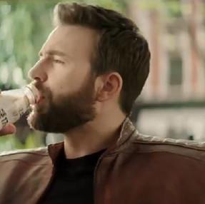 Chris Evans es el protagonista del nuevo comercial de Lala 100