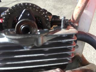 XLR250R エンジンボルト折れ