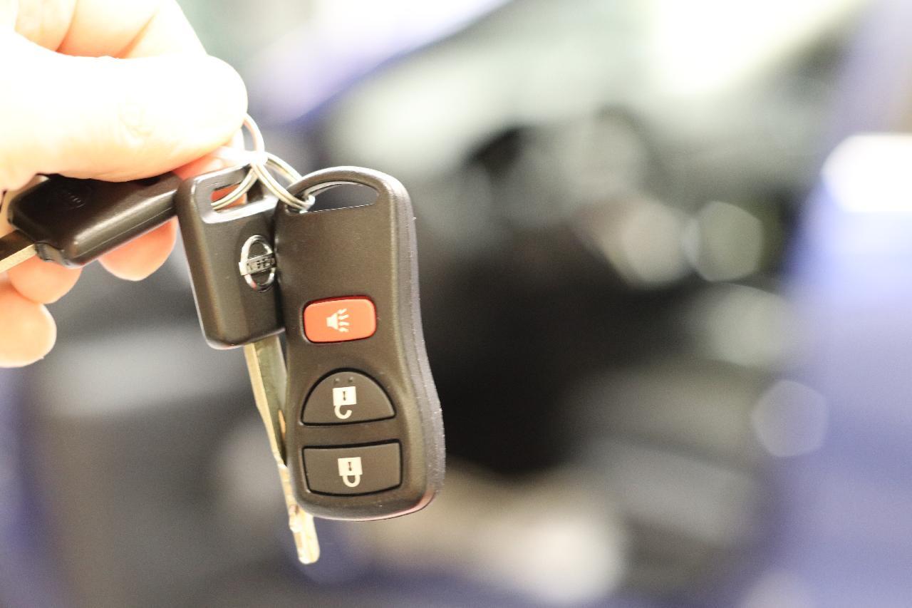 Našli jste klíče od auta a můžete nastartovat auto, abyste chytili vlak
