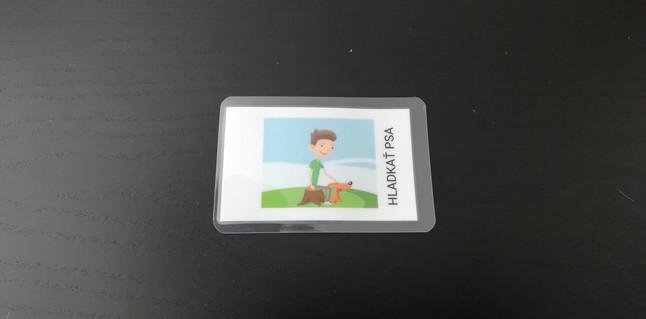 Vytlačte obrázok, nalepte nálepku NFC na zadnú stranu a zalaminujte ju