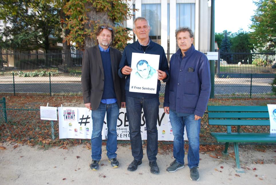 La Russie interpellée en France par une chaîne de grèves de la faim devant son ambassade en soutien