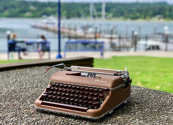1954 Olympia SM 3 Deluxe fully reconditioned manual typewriter with case