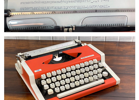 1978 Olympia Traveller Unis Deluxe Ultraportable Typewriter in Russian Cyrillic
