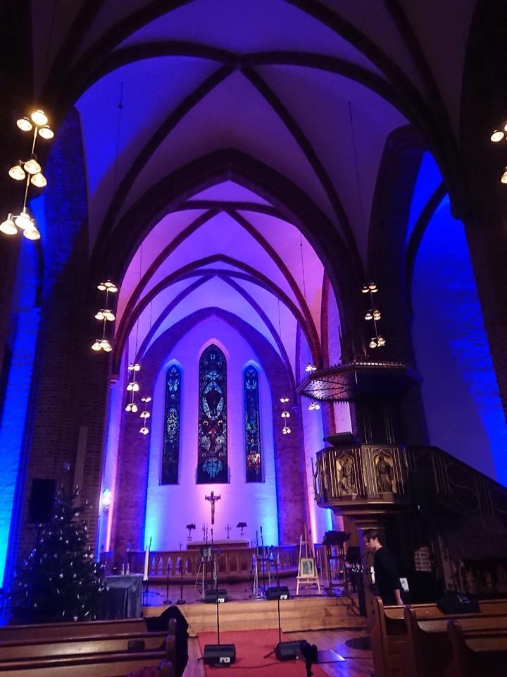 Kirken opplyst