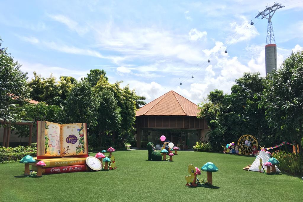 nursery-rhymes-outdoor-lawn