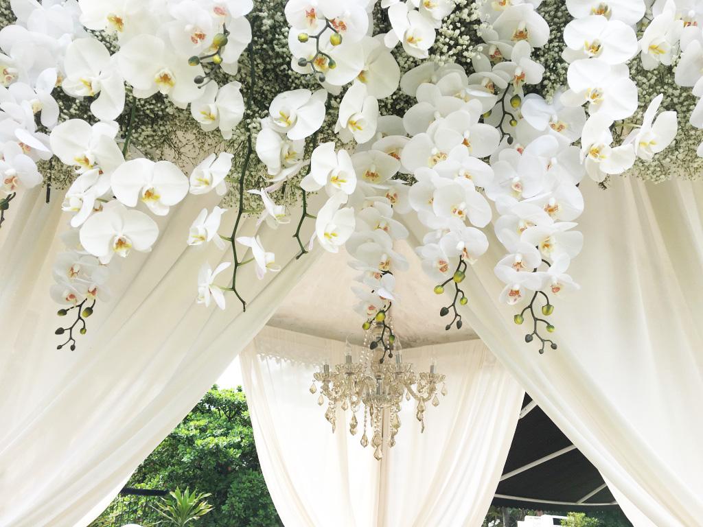 Alkaff-Wedding-Gazebo-chandelier