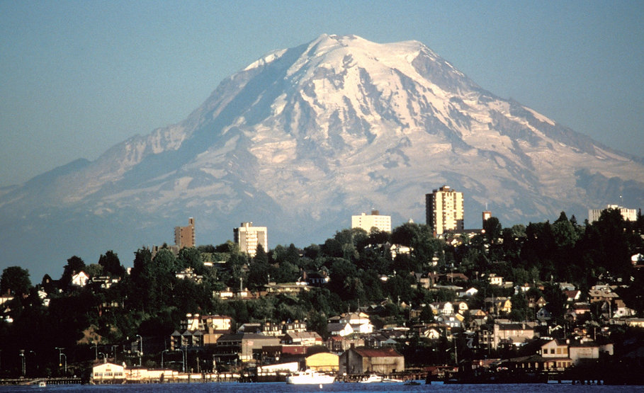 Mount_Rainier_over_Tacoma_edited_edited.