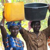 Mujeres y niños deben caminar hasta 10 km por día hasta llegar al río o pozo más cercano