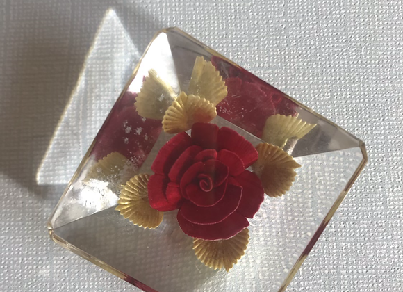 Rose resin pin