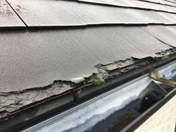 スレート屋根の軒先の劣化(ミルフィーユ化現象)