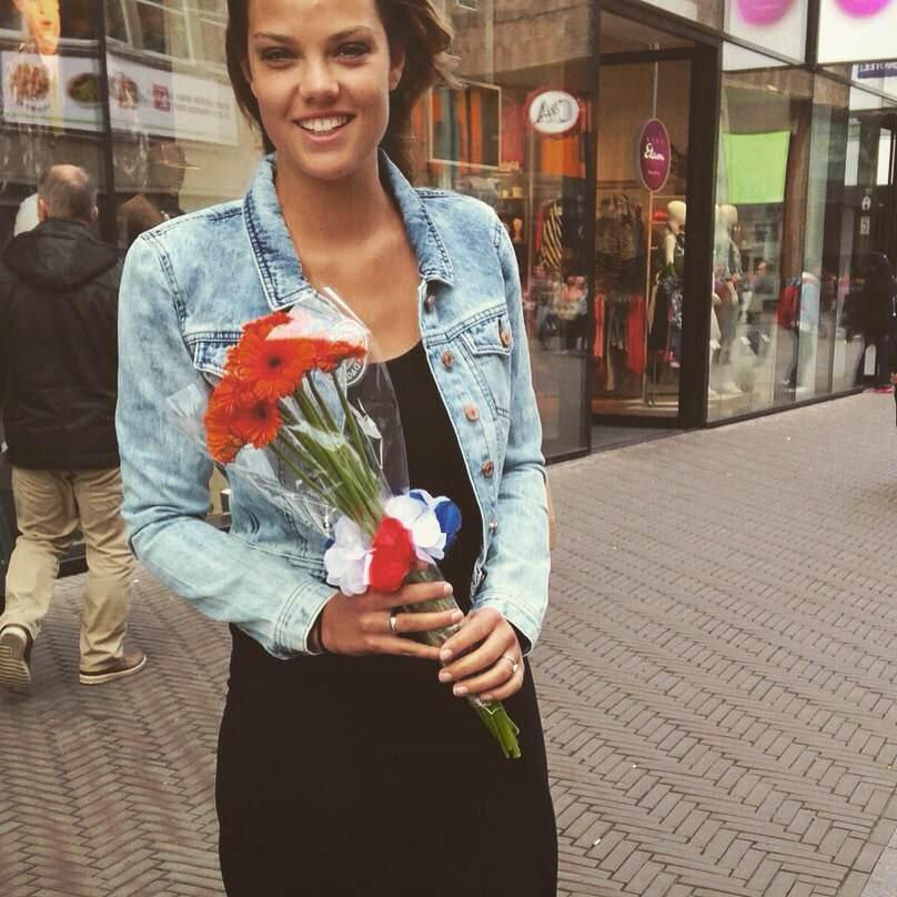 Bloemen geven Julia.jpg