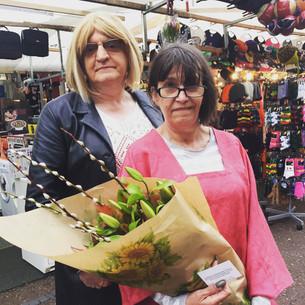 Bloemen voor de knappe man, Emma en Kim en het Franse Consulaat