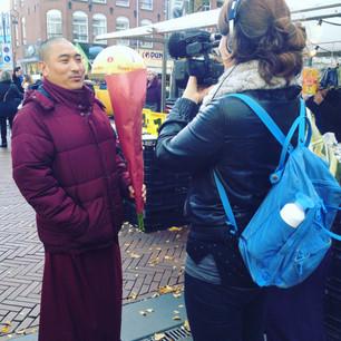 Bloemen voor een monnik, Frea en een ex-padvinder
