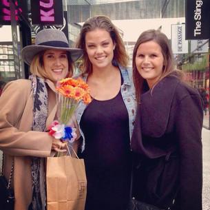 Bloemen voor 'twee vrolijke dames'
