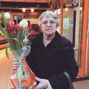 Bloemen voor de vrouw bij de slager