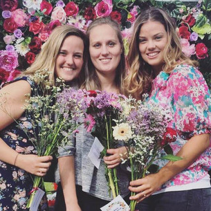 Bloemen voor de bezoekers van het Hoftuin Zomerfeest