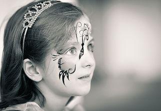 Valerie Hammacher, photographer, Kinder Portrait People schwarz weiß Foto Child Kind geschminkt