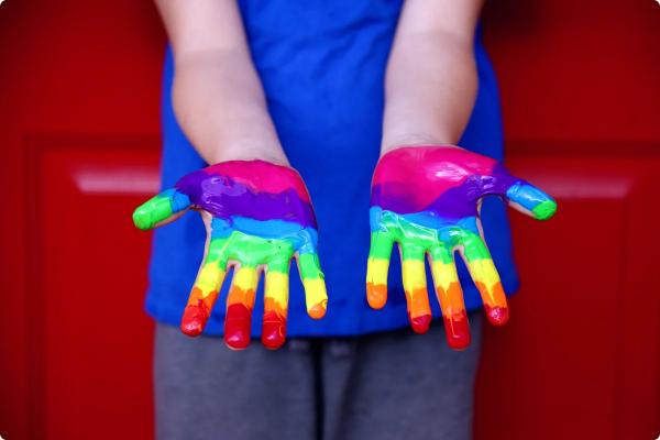 радужные руки радужные люди