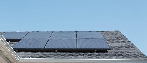Zonnepanelen op het kantoorgebouw van DES NV.