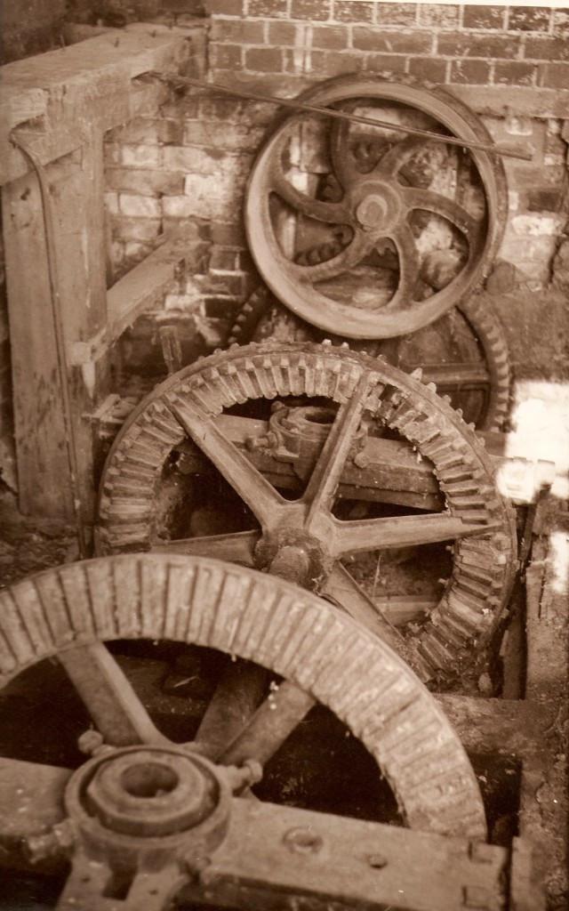2-Mill-drive-shaft-Suffolk-1968-640x1024