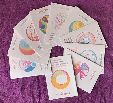 Brochures contenant cinq thèmes différents : Philosophie de vie, famille, enfants, sujet pour réflexion, thérapie ou exercices