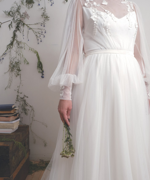 HEA Amoret white front detail.jpg